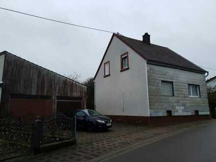 Kleines Einfamilienhaus in Lemberg zu verkaufen