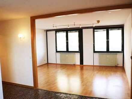 Hoch hinaus – 3,5 Zimmer Wohnung mit Ausblick zur Miete!