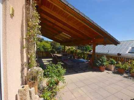 Freistehendes Haus mit großer Dachterrasse in ruhiger Lage - auch ideal als Mehrgenerationenhaus!