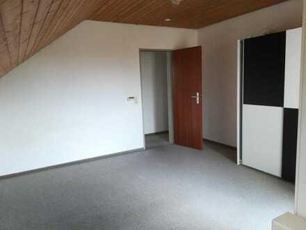 Schönes helles WG-Zimmer in einer 2er-WG mit Balkon (Ideal für Studenten oder Auszubildende)
