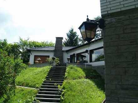Repräsentatives Wohnhaus auf Parkgrundstück in reizvoller Höhenlage von Overath-Steinenbrück
