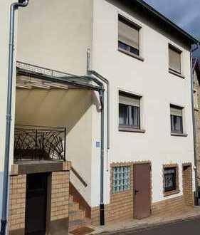 Haus mit sieben Zimmern im Donnersbergkreis, 67822 Waldgrehweiler