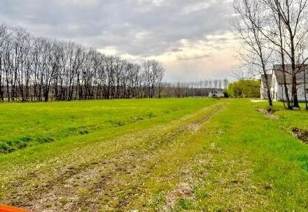 Große Fläche als Bauland - Ehemalige Kolchose - Rundherum Grünland - Natruschutzgebiet
