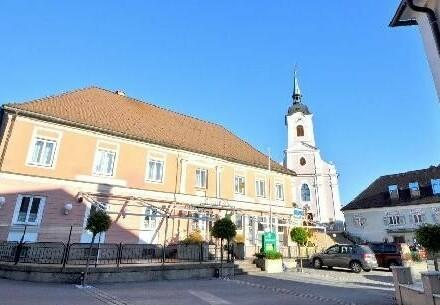 Top Lage - Gasthof am Hauptplatz neben der Kirche mit Blick auf den See