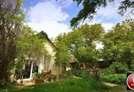 Gelebte Alleinlage in terrassiertem, 18 Jahre angelegter Paradiesgarten und U-förmiger Hof - 2 Wohneinheiten möglich
