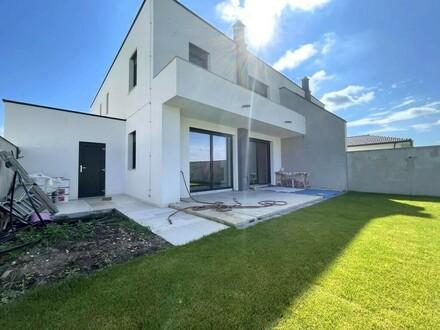Moderne Ziegelmassiv-Doppelhaushälfte, schlüsselfertig mit großem Garten // Modern solid brick semi-detached house, tur…