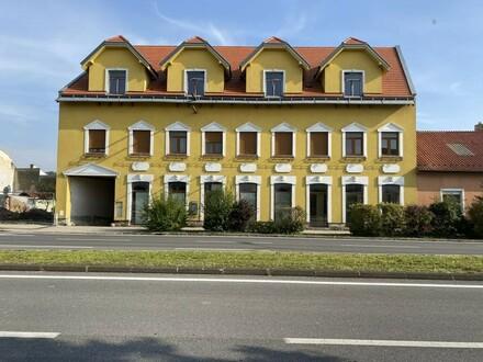 Sanierungsbedürftiges Mehrfamilienwohnhaus // Apartment building in need of renovation //