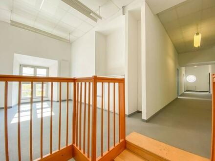 Elegantes, helles Büro in Grinziger Bestlage // Elegant and bright office in best Ginzing location