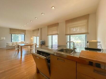 Modernes, mit Geschmack möbliertes Apartment im prachtvollen Wiener Altbau // Modern, with taste furnished Ap. in splen…