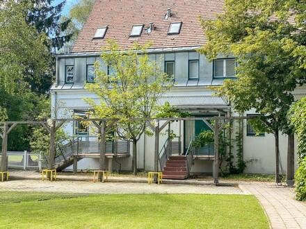 Großzügiges elegantes Reihenmittelhaus in bester Grinziger Lage // Spacious elegant town-middle-house in a prime Grinzi…