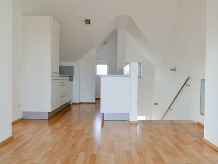 Hohe Räume und Terrasse: 2 Zimmer Dachgeschoss Wohnung in Leopoldskron