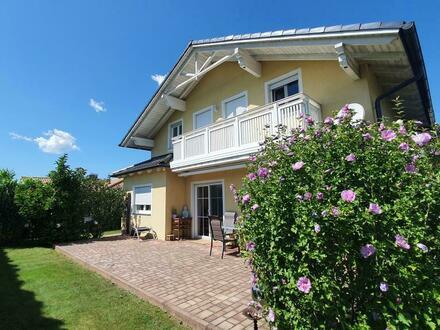 Großzügiges Einfamilienhaus, rund 25 km nördlich der Stadt Salzburg: 213 m² Wohnnutzfläche mit Blick ins Grünland, Bauj…