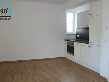 Erstbezug nach Komplettsanierung: 2,5 Zimmer Wohnung