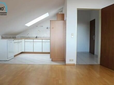 DACHGESCHOSS | 2 Zimmer in ruhiger Lage mit Balkon u. Parkplatz
