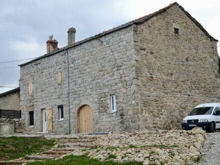 Schönes Haus auf 4500m2 Land in Frankreich