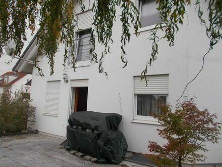 - RENNINGEN - Einfamilienhaus mit 6,5 Zimmer, 2 Bäder, 163m2 Wfl., 40m2 Nfl., EBK, frei ab sofort.