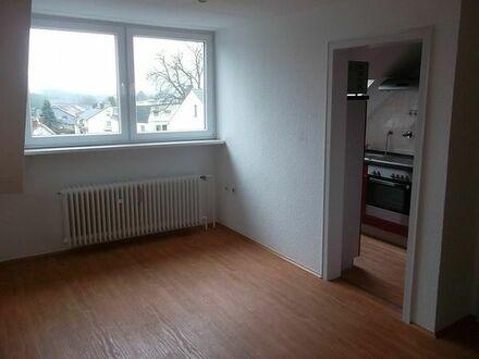 Gemütliche 1,5 Zimmer Wohnung mit EBK in einem gepflegten Haus. (-:
