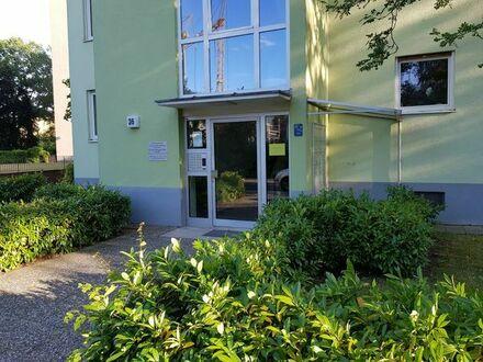 ER zentrumsnah Sonnige komplett möblierte 3-Zimmer-Wohnung mit Blick ins Grüne und Stellplatz