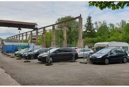 Autoverkaufsplatz Lagerplatz zu vermieten.