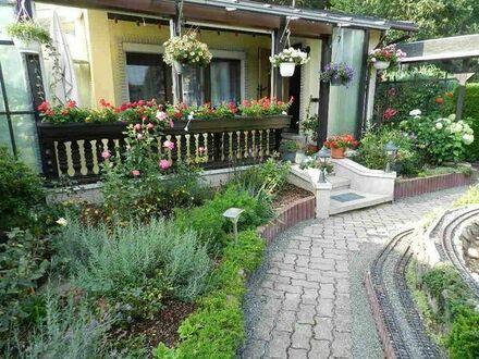 Gartengrundstück mit Bungalow und sehr schöner Garteneisenbahn