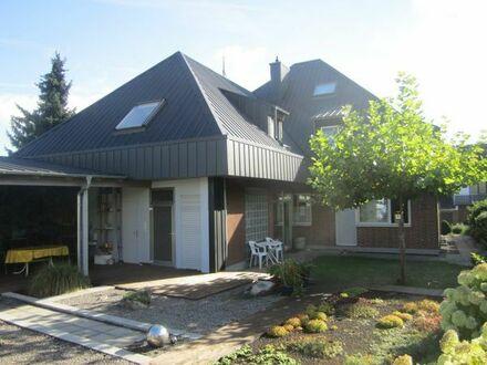 Rentnerehepaar bietet eine etwas exklusivere Dach-Wohnung zur Vermietung an ruhige Mieter an.