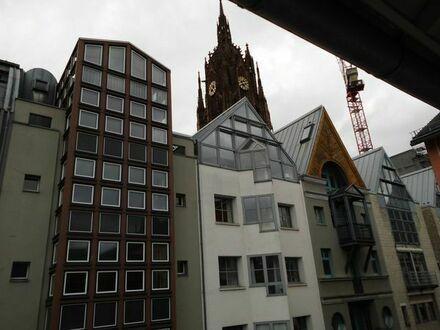Laden gegenüber Dom und neuer Altstadt , Schaufensterfront ca. 8 m