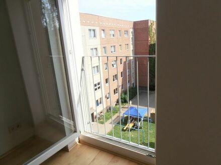 Hübsche 3-RW in begehrter Lage * moderne Einbauküche * hell * o. Balkon - aber balkonähnlich ...