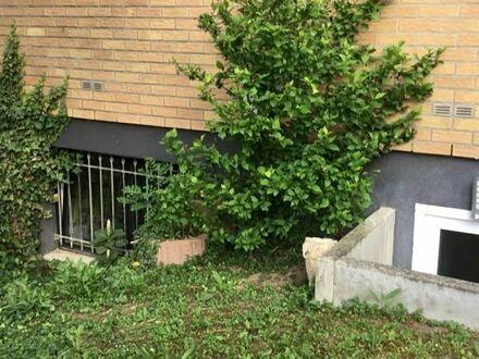 Souterrain Wohnung mit Gartenanteil