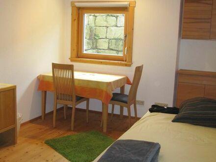 Möbliertes Zimmer, Wohnfläche gesamt ca. 25 qm, provisionsfrei.