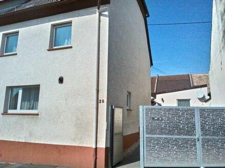 Hofreite in Lörzweiler mit zwei getrennten Wohnhäuser von privat zu verkaufen.