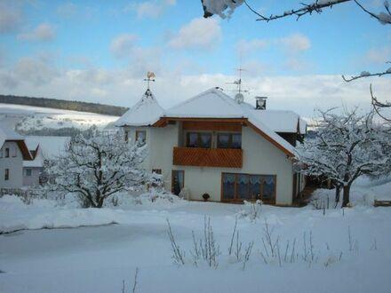 5 Zimmer Dachgeschosswohnung im Zweifamilienhaus zu vermieten