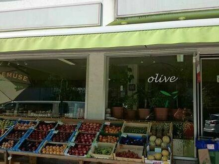 Obst & Gemüse - Feinkost Laden in Zentrum Geretsrieds, Bayern