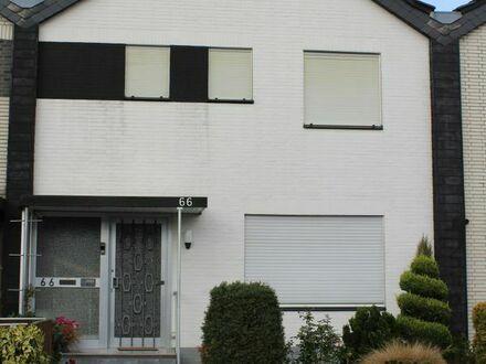 Auch seniorengeeignet - schönes Reihenmittelhaus, 4 Zi und kleiner Garten in Hünxe, Kreis Wesel