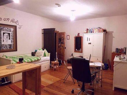Helles 23 quadratmeter Zimmer in gemütlicher 6er- WG, fußläufig zur Uni