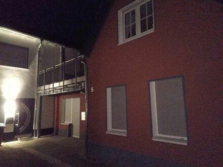 Kleines, ruhiges Haus, 3 Zimmer, Küche, Bad, großer Balkon