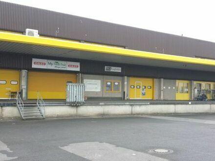 Lager / Halle / Lagerplatz / Lagerung