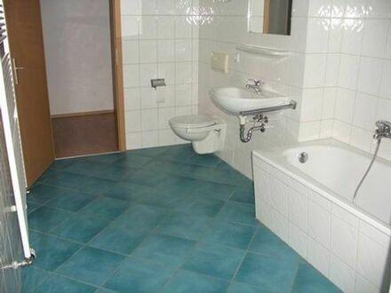 Hübsche 2-Zimmer-Wohnung im schmucken Altbau, Balkon, Pkw-Stellplatz, Tageslichtbad, WG-geeignet
