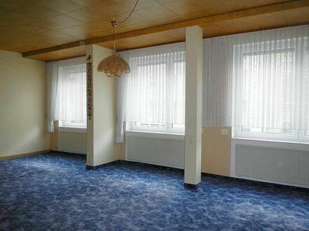 Helle Wohnung im 1. OG mit großem Balkon und großem Wohnzimmer
