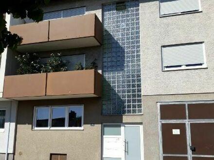 Eigentumswohnung, 2 Zimmer Küche, Bad,Balkon und Garage.