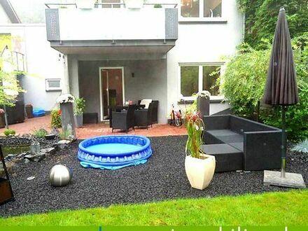 Charmantes Einfamilienhaus - 5 ZKB mit wunderschönem Garten, Terrasse, Garage + 2 Stellplätze