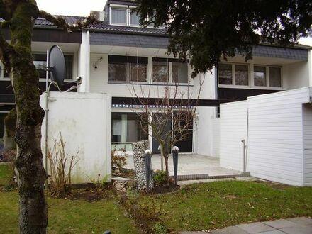 Schwalbach/Taunus: Großes und helles Haus mit Einliegerbereich am Kronberger Hang