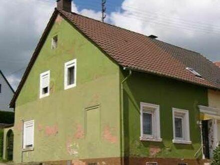 Doppelhaushälfte mit Scheune, Stall und Baugrundstück
