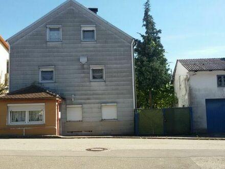 Haus Einfamilienhaus Mehrfamilienhaus Garten Garage Heizung zentrale Lage Terasse Saniert