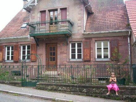 Romantisches Haus mit lukrativer Solarzelle