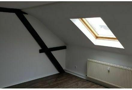 AB SOFORT Schöne, frisch renovierte Dachgeschoß Wohnung (WG)