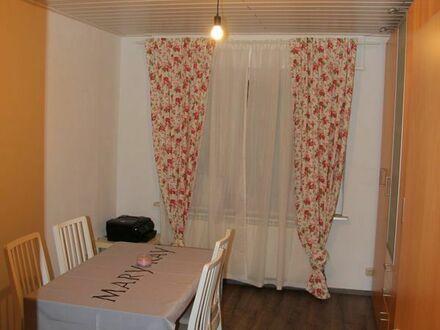 Gepflegte 3-Zimmer-Hochparterre-Wohnung mit Balkon und EBK in Frankenthal (Pfalz)