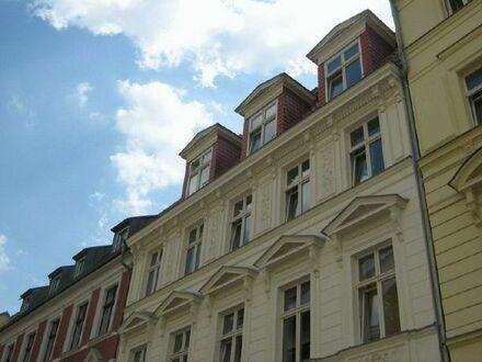 Sanierte Stadtwohnung - 3 Zimmer der Extraklasse am Hackeschen Markt!