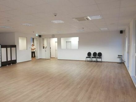 Großen Raum in Nürnberg zur Untermiete für Yoga, Tanz, Tai Chi, Vorträge