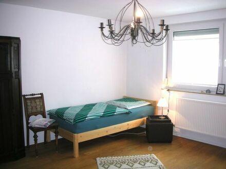 Schönes, helles Zimmer ab 23.4. in Bad Cannstatt