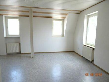 Schöne zwei Zimmer Wohnung 70 qm, mit Einbauküche. Provisionsfrei.
